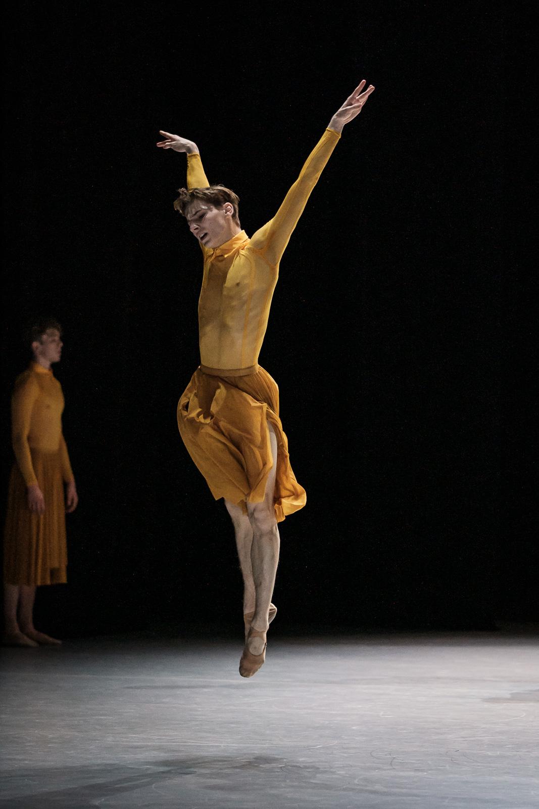 Solo de «Union in Poetry» de Juliano Nunes, Junior Ballet Zurich. Photographie de Admill Kuyler.