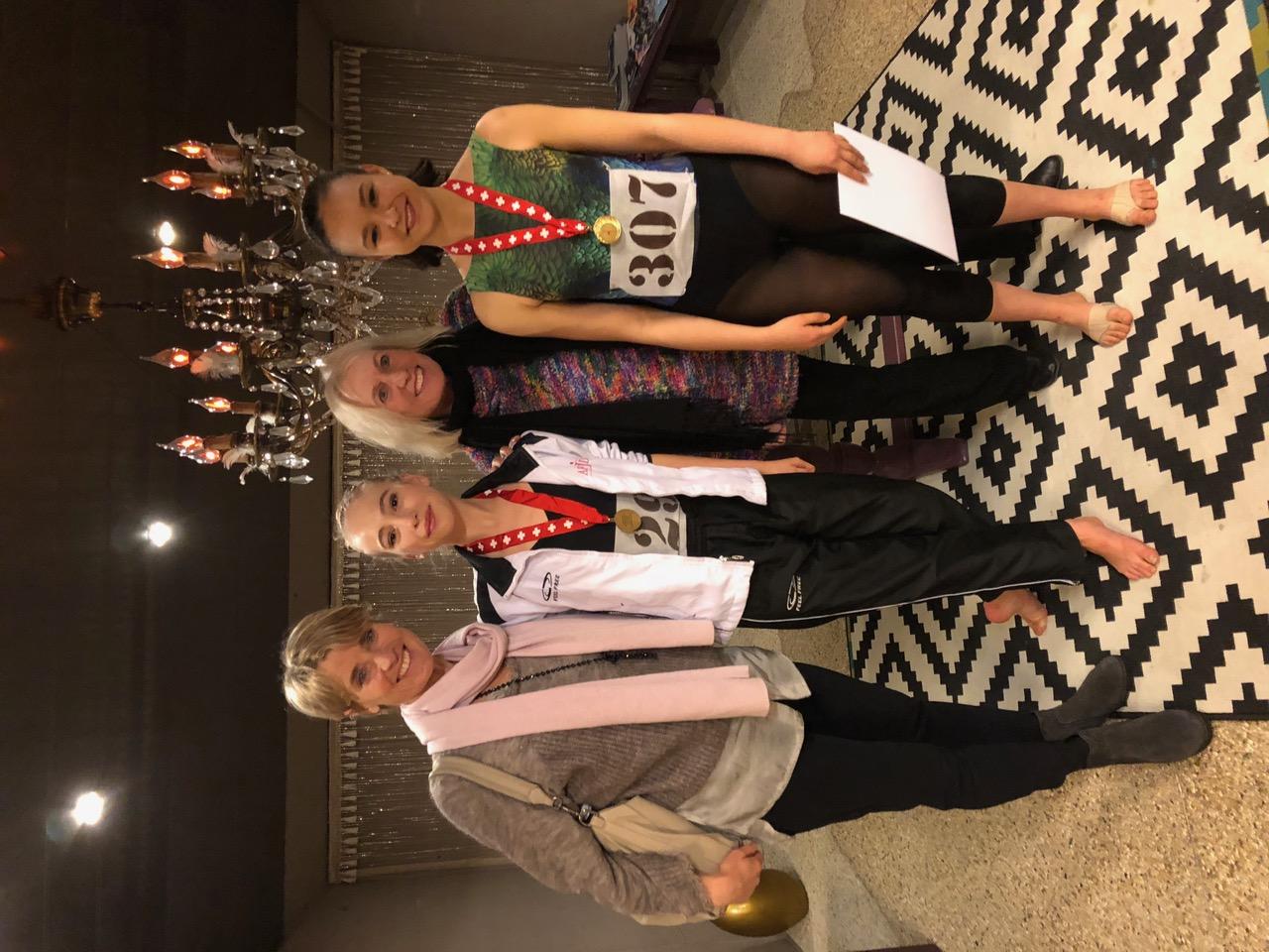 Médaille d'or de nos élèves Cassandre et Camille au concours international de la Côte.